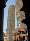 Оказывается башни падают не только в Пизе!